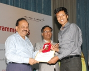 Dr Sooraj Ratnakumar, Swagene's Founder-Scientist, receives the award from Dr Harsh Vardhan